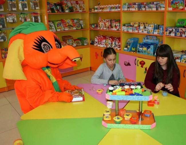 Одним из главных преимуществ франшизы является возможность дополнительного заработка на проведении творческих занятий с детьми