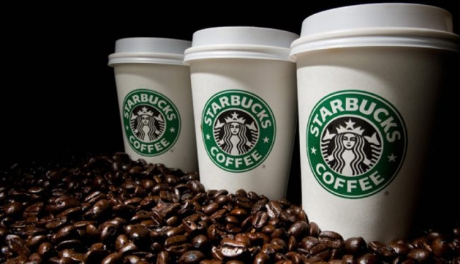 стаканчики Старбакс и кофейные зёрна