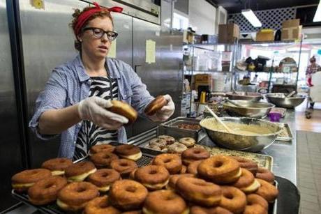 Работники пончиковой