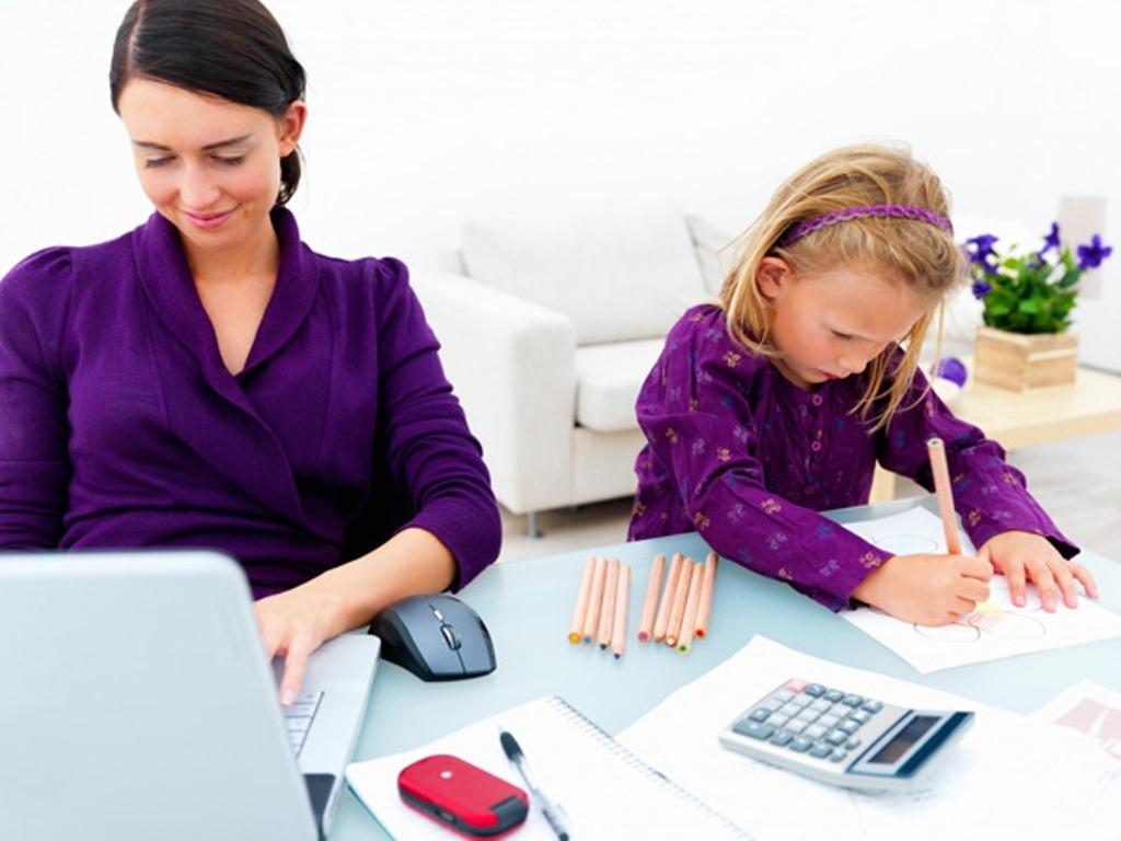 Работа для молодой мамы на дому: 6 доступных профессий