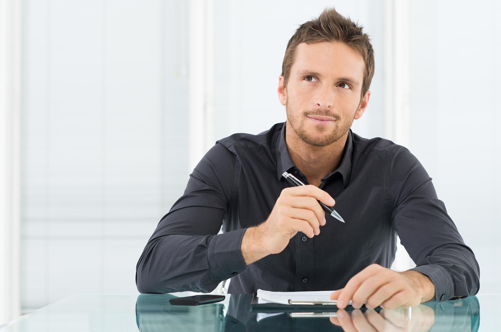 Молодой и энергичный бизнесмен
