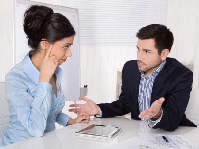 Наниматель общается с работником