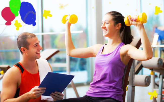 Фитнес-тренер с клиенткой