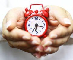 Прихлдите на работу вовремя, не опаздывайте, и проблем станет меньше