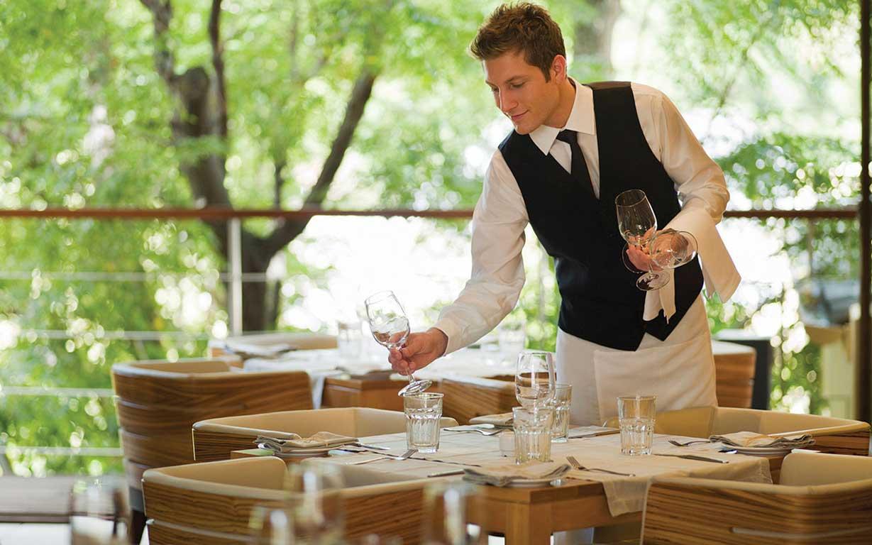 Как грамотно составить резюме официанта, даже если у вас маленький опыт работы