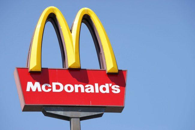 Вывеска McDonalds