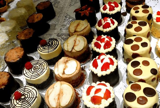 Круглые пирожные разных видов
