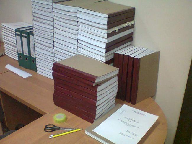 Стопки книг и журналов учёта