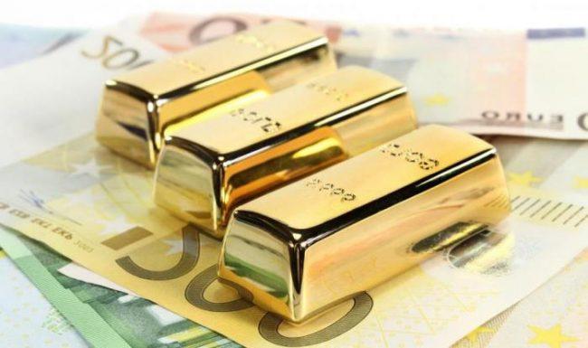 Золотые слитки на купюрах