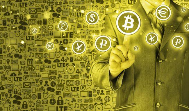 Мужчина и символы различных криптовалют