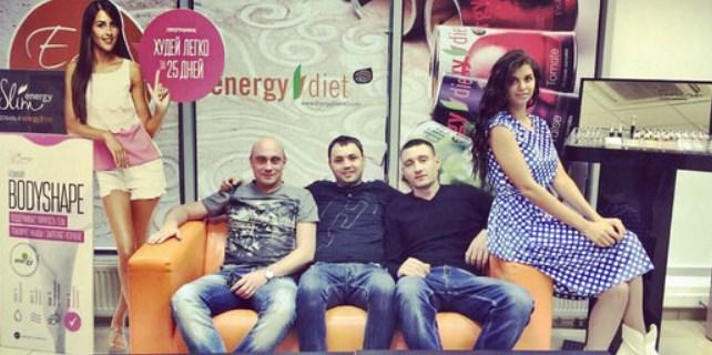 Алиана Гобозова с друзьями