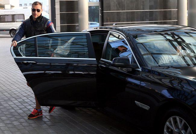 Василий Березуцкий рядом с Volkswagen