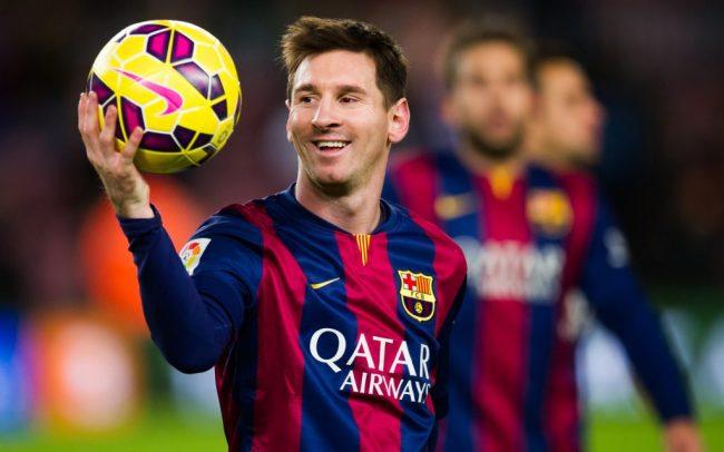 Лионель Месси с мячом