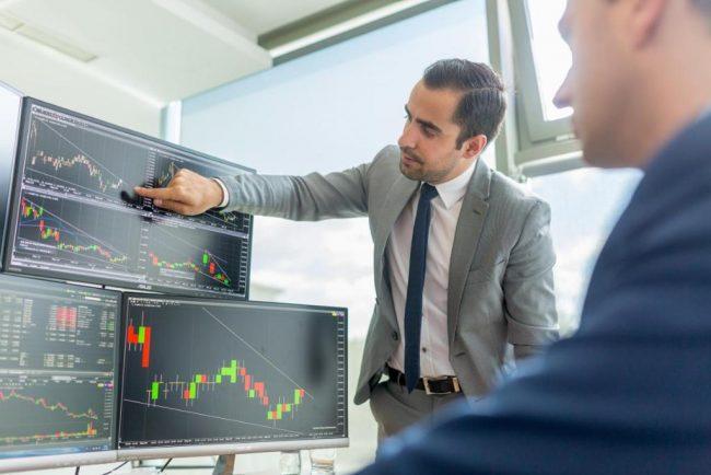 Брокеры изучают график торгов