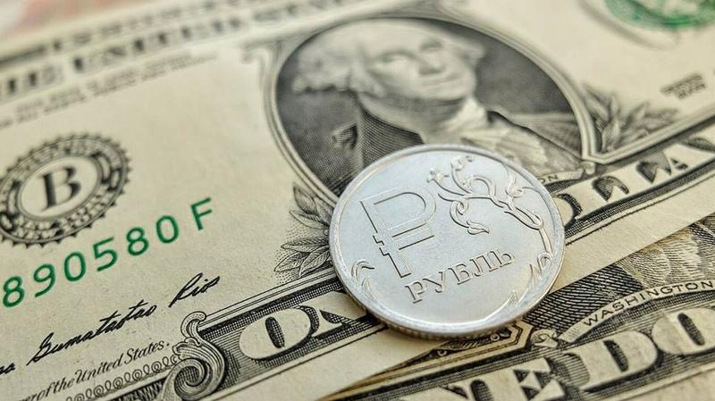 Курс доллара снизился, рубль стабилизируется