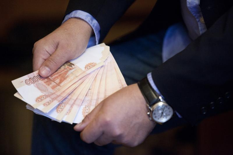 Чиновники заслужили увеличение зарплат на сумму в 630 млрд рублей