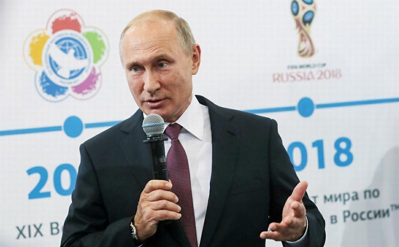 Путин поздравил Нурмагомедова при личной встрече