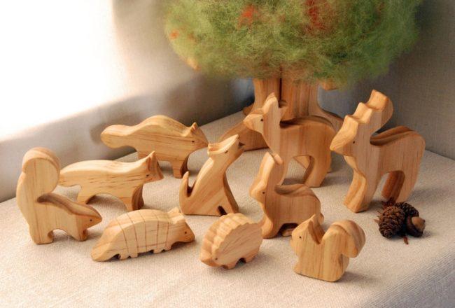 Резные игрушки из дерева