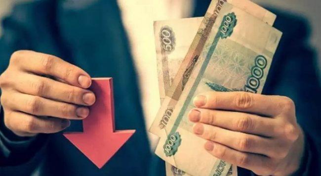Деньги и стрелка в руках