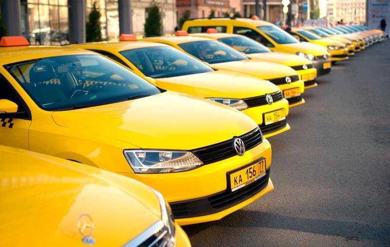 Правительство планирует передать регулирование тарифов такси перевозчикам