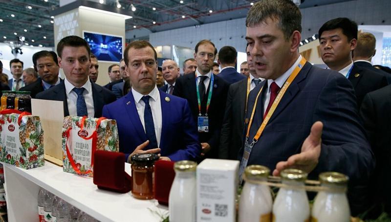 Дмитрий Медведев: товарооборот с Китаем необходимо удвоить