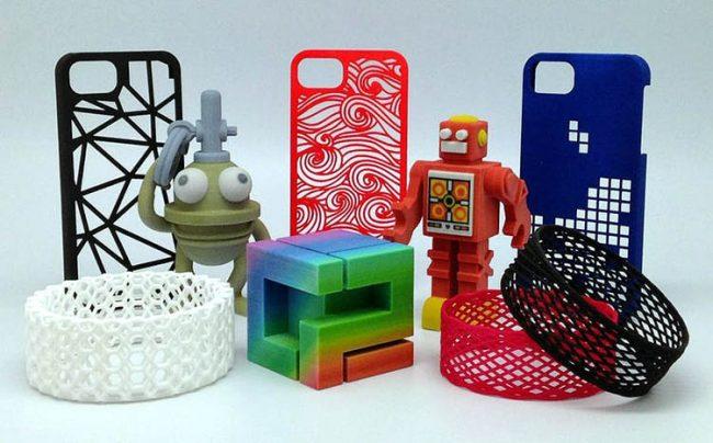 Пластиковые предметы, распечатанные на 3D-принтере