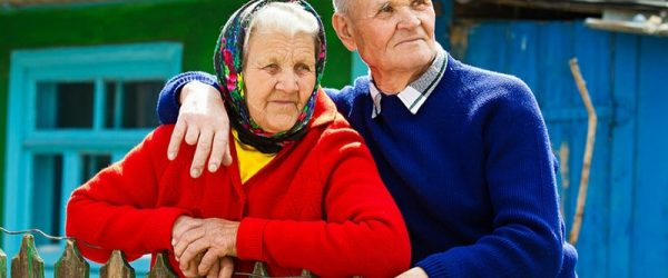 Пенсионеры в селе