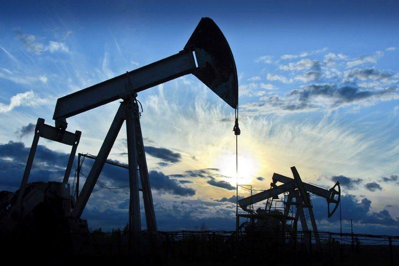 Цена нефти упала до уровня октября 2017 года