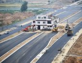 Стройка автодороги в обход жилой постройки
