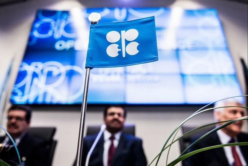ОПЕК+ принял решение о сокращении добычи нефти