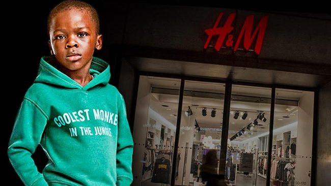 Мальчик-модель в толстовке около витрины H&M