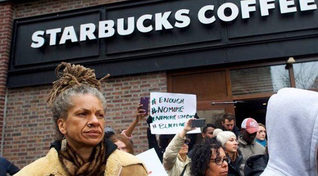 Скандальный митинг около кофейни Starbucks