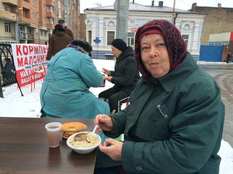 Россияне тратят на благотворительность 460 млрд рублей в год