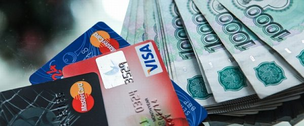 банковские карты и наличные деньги