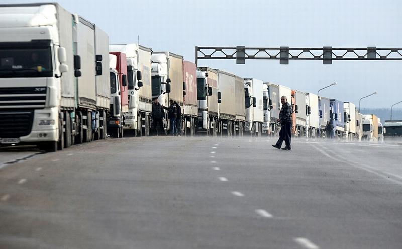 Перевозчики предупредили Медведева об угрозе роста цен на продукты