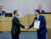Дмитрий Медведев награждает депутатов