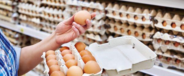 Продажа яиц в магазине