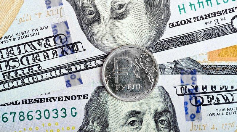 На старте торгов курс доллара превысил 66 рублей