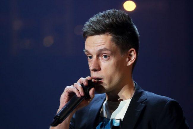 Юрий Дудь с микрофоном