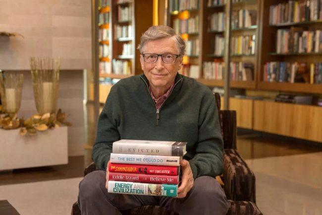 Билл Гейтс со своими книгами