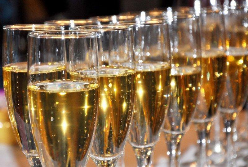 В Министерстве финансов предложили повысить минимальную цену на шампанское