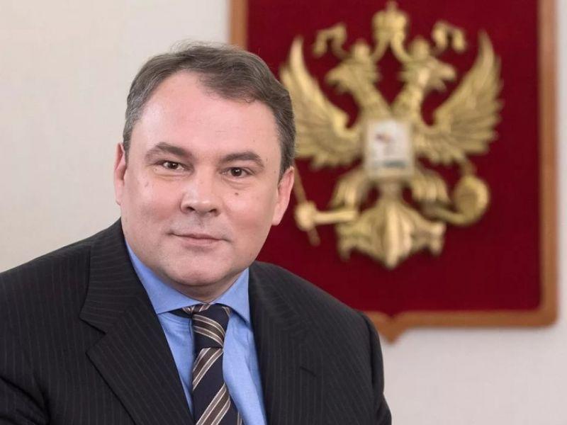 Сколько зарабатывает Пётр Толстой: источники дохода депутата и телеведущего