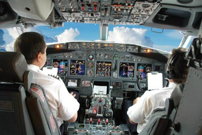 Пилоты в самолёте
