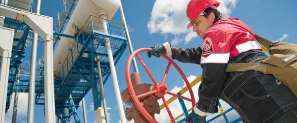 Нефтяники указали на риск аварий из-за запрета отработанных труб