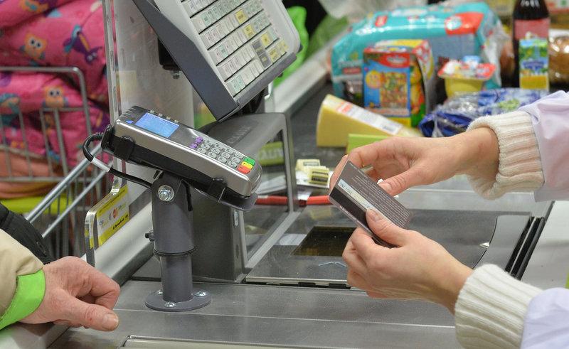 Пилотный проект от Visa: наличные можно будет снимать на магазинных кассах