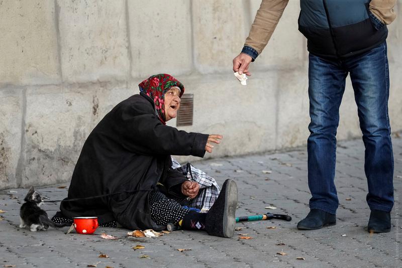 Дмитрий Медведев сообщил, что 19 млн россиян находятся за чертой бедности