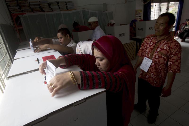 При подсчёте голосов на выборах в Индонезии умерли более 90 человек