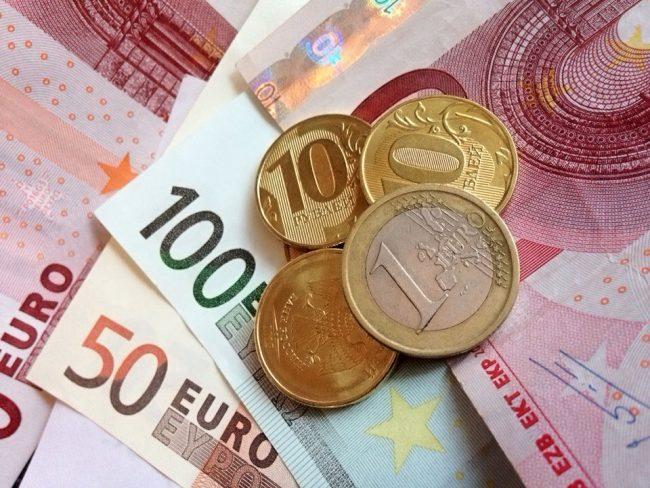 Евро и российские рубли