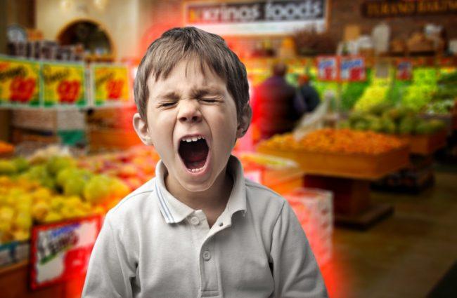 Капризный ребенок в магазине