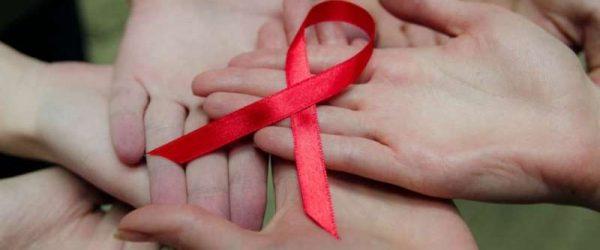 Людям с ВИЧ разрешили усыновлять детей